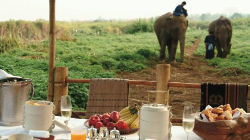 vistas exterior hotel lujo four seasons tented camp golden triangle