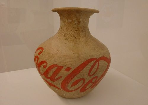 Ai-Weiwei_Neolithic-Vase-with-Coca-Cola2