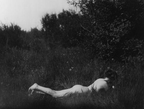 Self-portrait 1906 imogen cunningham autorretrato desnuda cesped