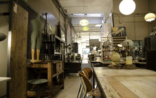Interiorismo y vintage en la calle s neca de barcelona - Muebles vintage en barcelona ...