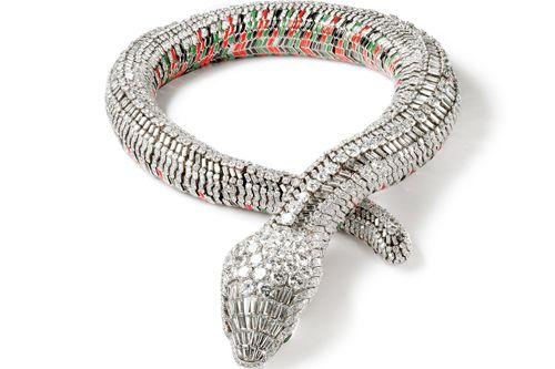 collar forma serpiente firma joyas francesa cartier para maria feliz
