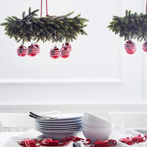 decoracion coronas bolas rojas