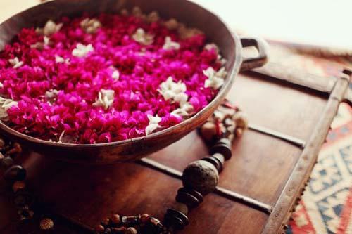 flores rosas y blancas cuenco etnico