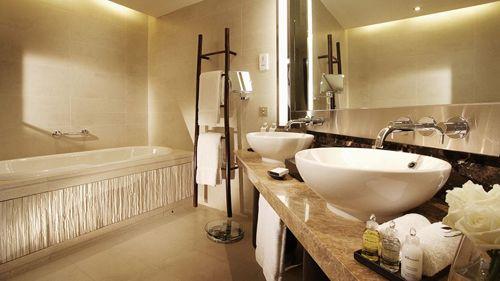 baño hotel lujo intercontinental hanoi westlake