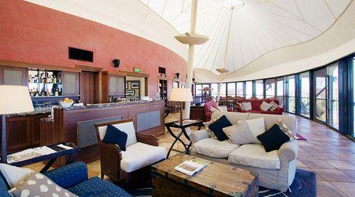 sala estar hotel lujo australiano longitude 131