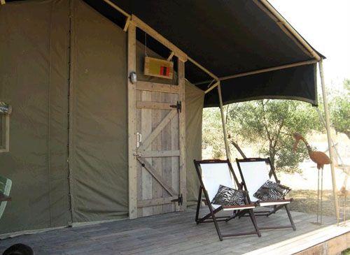 detalle exterior lodge africano