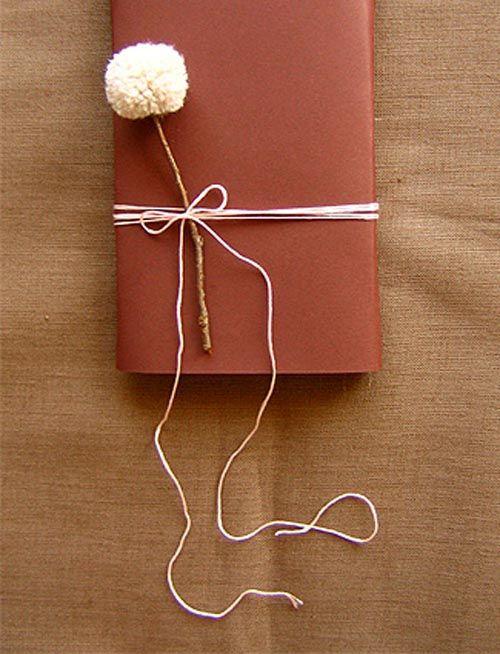 pompon decorar regalo
