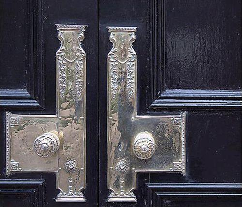puerta tiradores laton casasugar.com