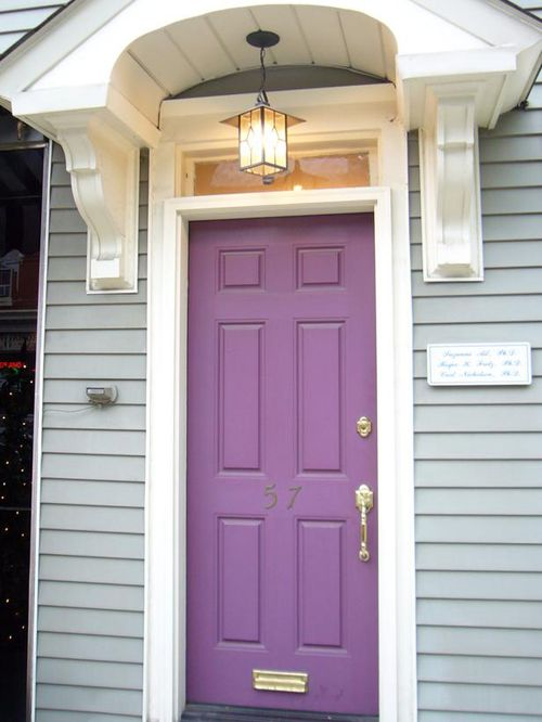 puerta morada pastel dynetwork.com