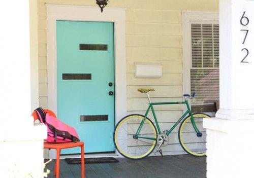 entrada puerta azul shelterness.com
