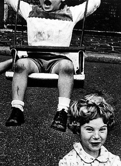 boy + swing+ simpering girl nueva york 1955 william klein