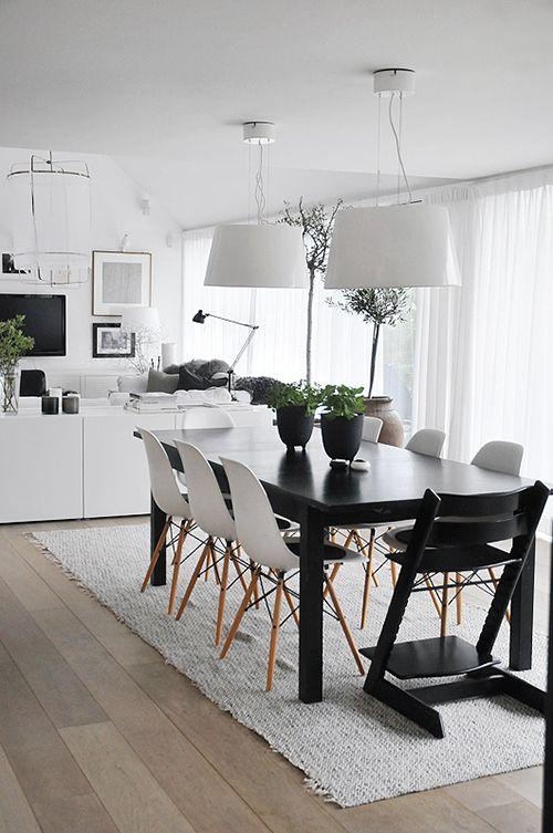 Comedor de diseño escandinavo en blanco y negro.