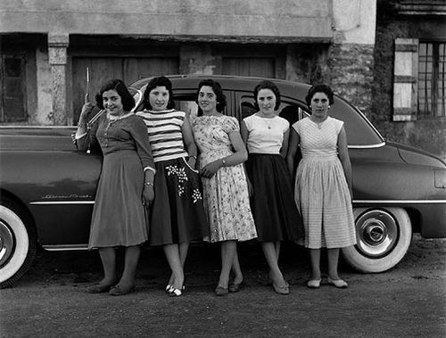 fotografia mujeres coche blanco negro fotografo virxilio vieitez ibytes.es