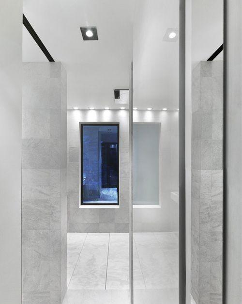 sencillo baño marmol terraza martine brisson