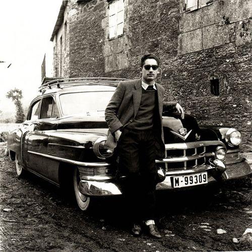 fotografia hombre coche blanco negro fotografo virxilio vieitez pulgardeelefante.com