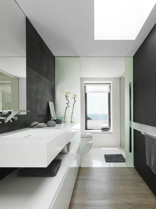 baño paredes negras casa mar