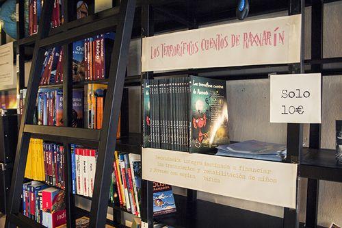 estanteria guias viajes cafeteria ciudad invisible madriddiferente.com
