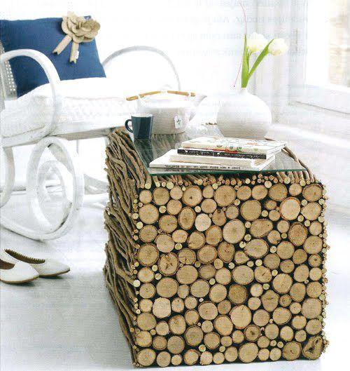 mesa hecha con ramas naturales y cristal