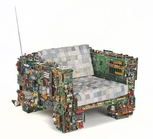 sillon hecho con piezas de ordenadores recicladas