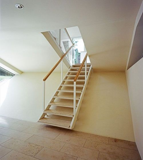 w house berlin escalera a habitaciones
