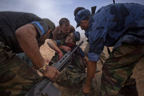 guerra libia manu brabo soldado herido
