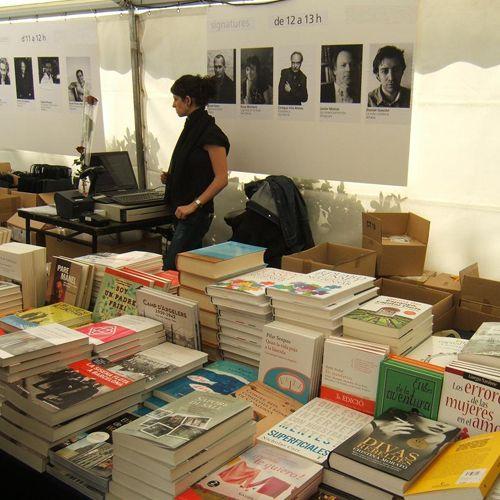estand libros dia libro fiesta.uncomo.com