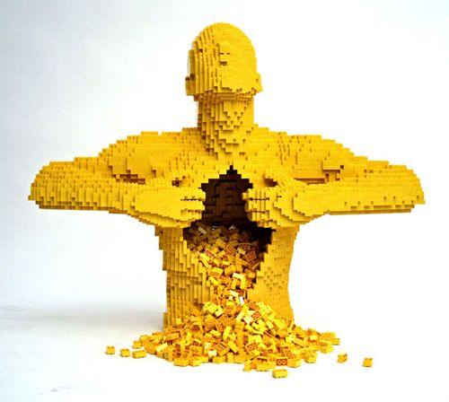 yellow escultura lego nathan sawaya brickartist.com