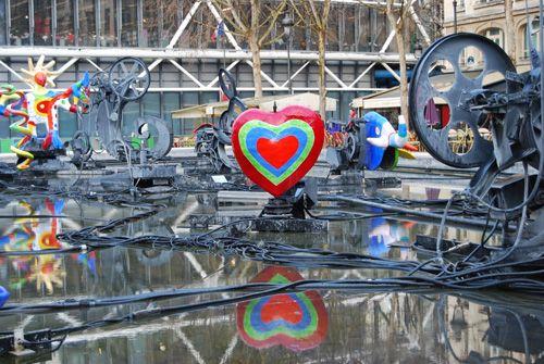 fuente stravinsky cerca exterior centro pompidou alesamaniego.com