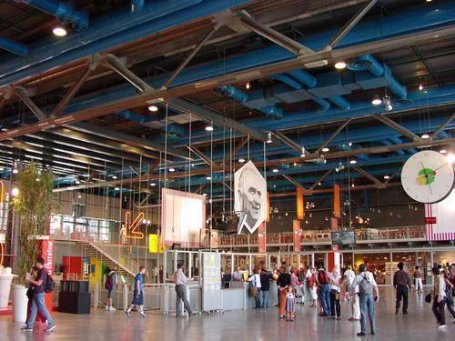 interior zona hall centro pompiduo elplanb-arquitectura.blogspot.com