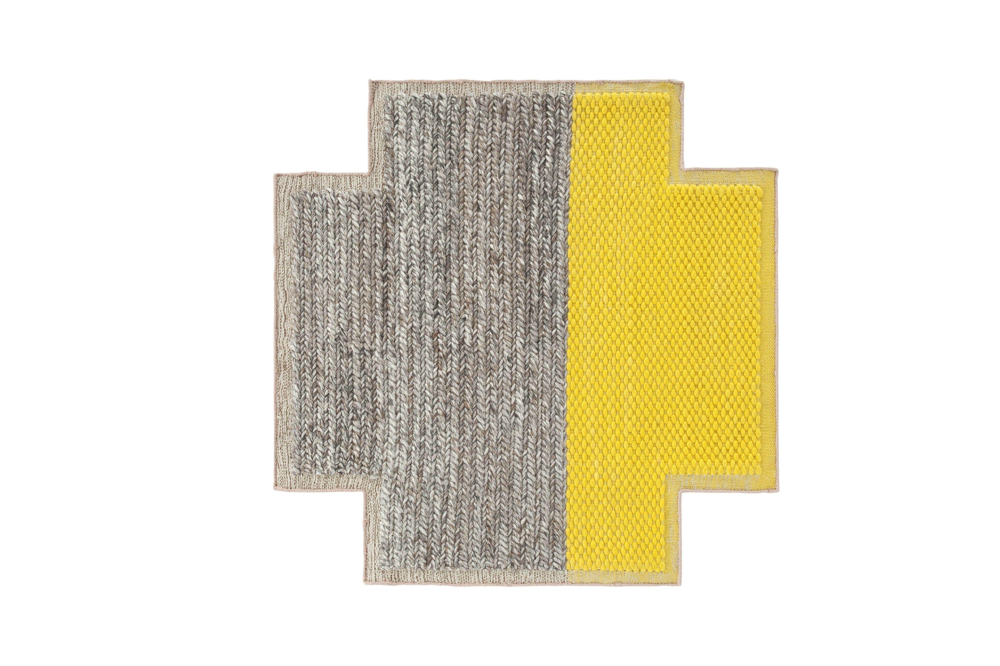 alfombra cruz amarilla y gris