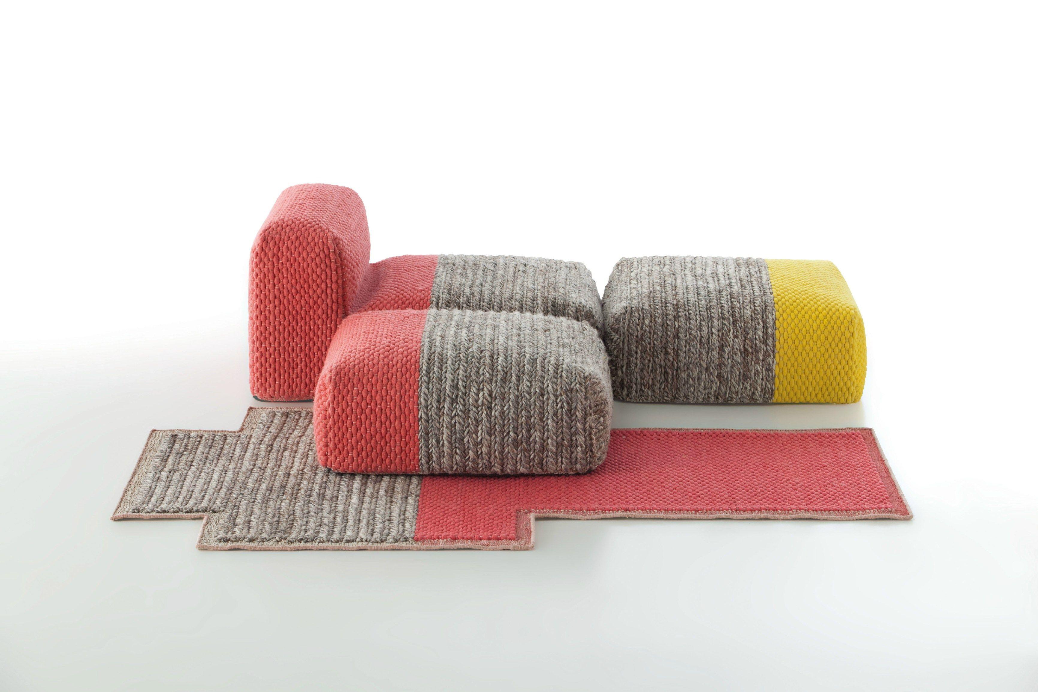 Colección Mangas: alfombras y puffs de Patricia Urquiola