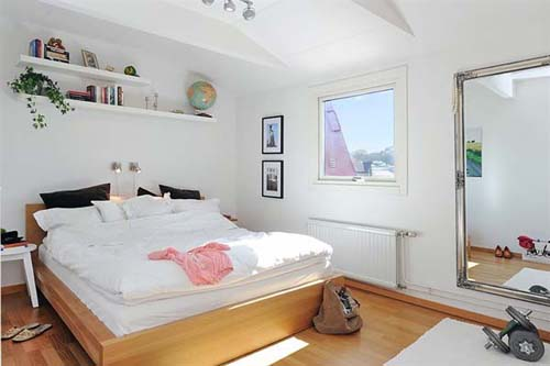 Dormitorio de apartamento ático acogedor