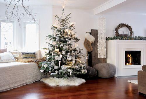 Salón con árbol navideño