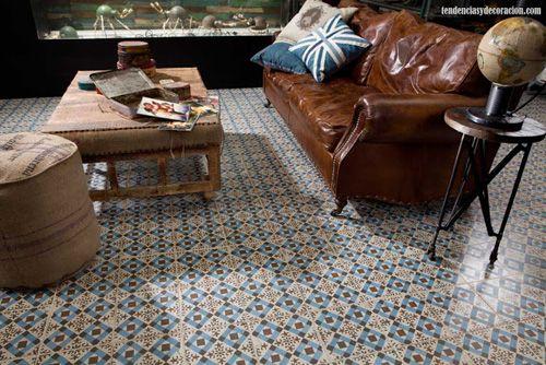 Suelos con mosaicos hidráulicos en el salón