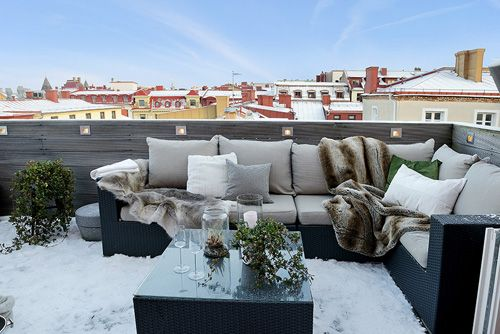 Terraza ático con aspecto nevado de día