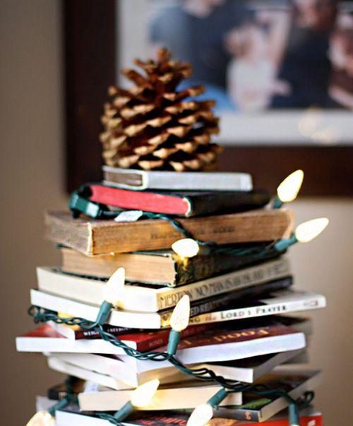 Árbol de Navidad DIY con libros