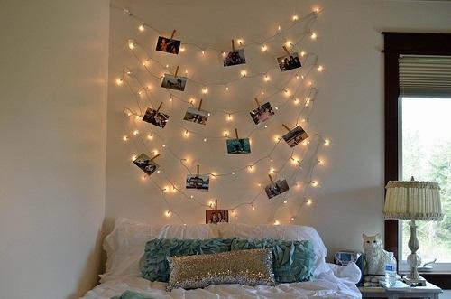Habitación decorada luces navideñas