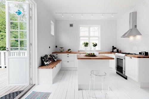Cocina amplia y limpia de estética nórdica