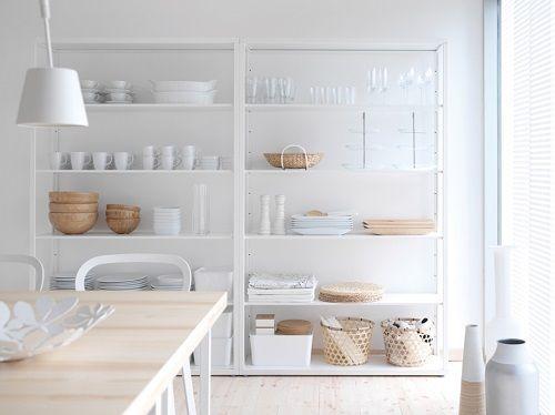 Cocina con artículos nórdicos IKEA.