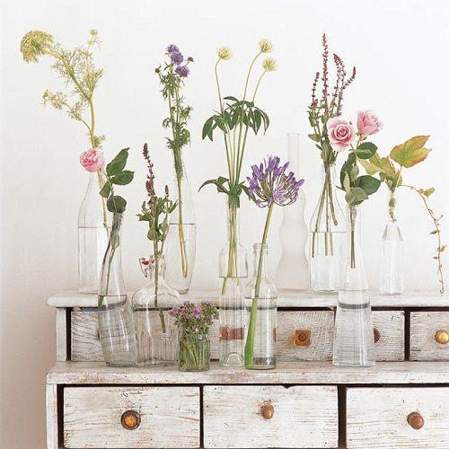 Decoración con jarrones de flores