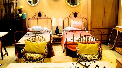 Feria Almoneda con mobiliario antiguo