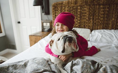 Fotografía de la amistad entre Lola y Harperpor Rebecca Leimbach