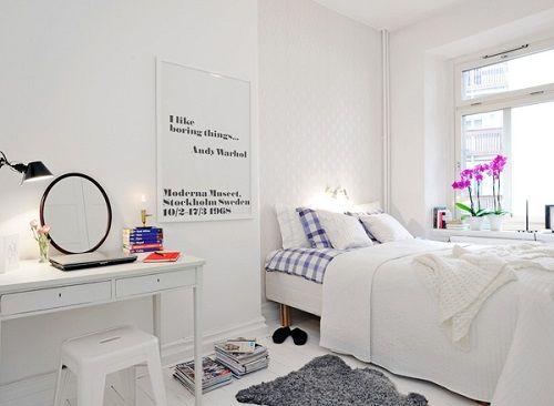 Dormitorio con cuadro con mensaje