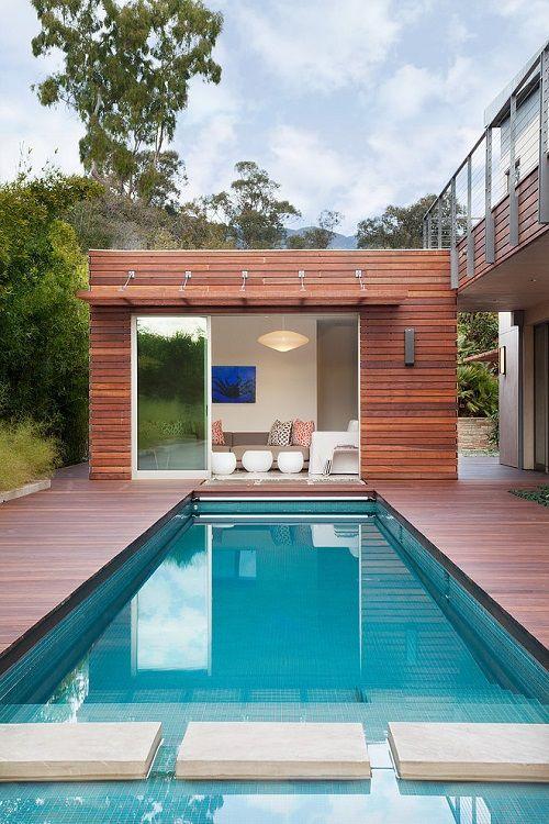 Piscina exterior de una vivienda eco