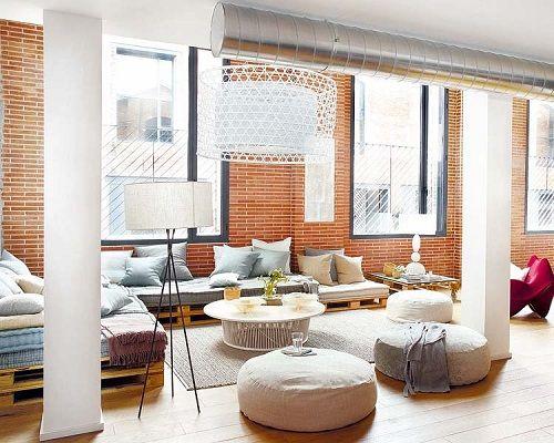 Salón con combinación de cojines de colores 02