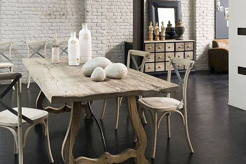 decoración ecológica con mesa de madera