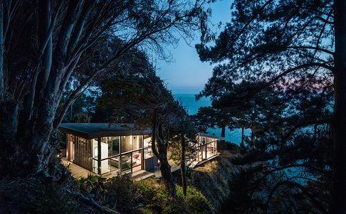 Casa al borde de un acantilado