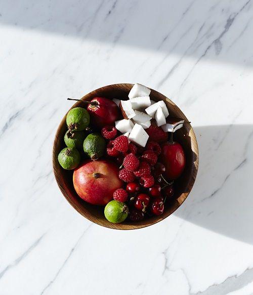 Cuenco de madera con frutas