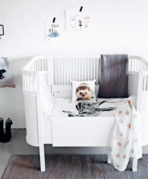 Cuna de bebé con accesorios