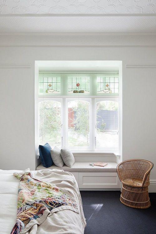 Dormitorio con rincón de lectura